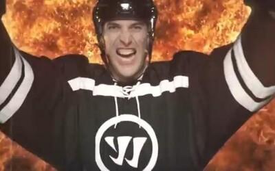 Zdeno Chára v reklame na nové hokejky od Warrior