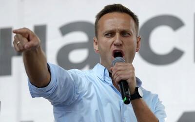 Zdravotní stav největšího Putinova kritika je stabilizovaný. Navalnyj byl převezen do Berlína