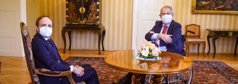 Zeman se nechal poprvé vyfotit na vozíku. Přijal na něm i nového slovenského premiéra