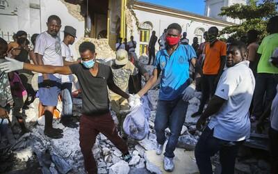 Zemetrasenie na Haiti si vyžiadalo takmer 1 300 mŕtvych. Situácia v krajine sa môže v nasledujúcich hodinách ešte zhoršiť