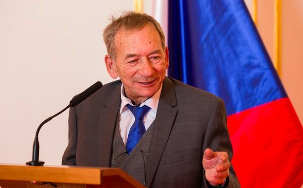 Zemřel Jaroslav Kubera, předseda Senátu