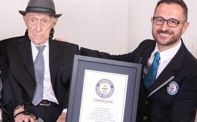 Zemřel nejstarší muž světa. Bylo mu 113 let a přežil i holocaust, ve kterém zahynula celá jeho rodina