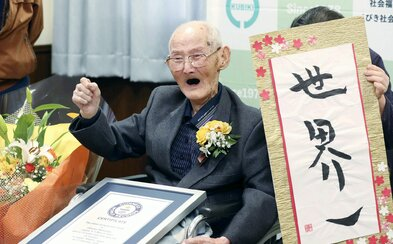 Zemřel nejstarší muž světa, bylo mu neuvěřitelných 112 let. Do Guinessovy knihy se zapsal teprve před pár týdny