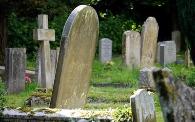 Zemřou na 30 minut, aby se mohli znovu narodit jako lepší lidé. Falešné pohřby v Jižní Koreji bojují proti depresi a sebevraždám