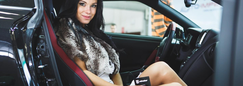 Žena alebo auto? Ukážeme vám najkrajšie hostesky bratislavského autosalónu