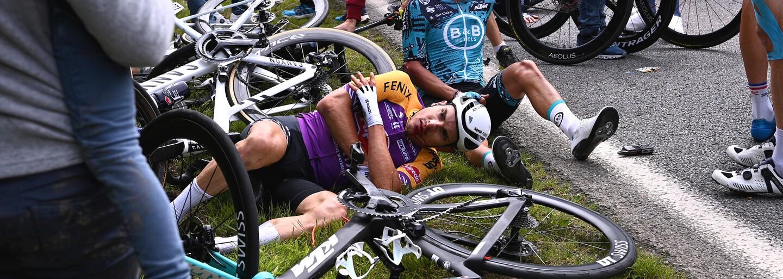 Žena, která způsobila hromadný pád závodníků na Tour de France, zaplatí pokutu 1 euro
