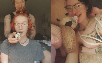 """Žena má 20 rokov, ale hrá sa s bábikami a miluje detské ihriská. Svojho snúbenca dokonca volá """"otecko"""""""