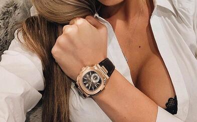 Žena našla ve starém gauči pravé Rolex hodinky v hodnotě 5,9 milionu korun. Kus nábytku přitom koupila za pár drobných
