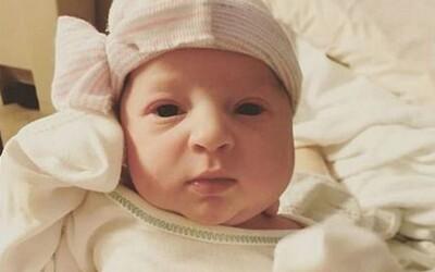 Žena porodila dievčatko, ktoré strávilo 24 rokov ako zamrznuté embryo. Matka s dcérou boli počaté len 18 mesiacov od seba
