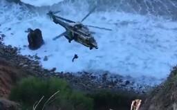 Žena přežila pád ze 61metrového útesu. Lidé zaslechli její výkřiky a přivolali pomoc
