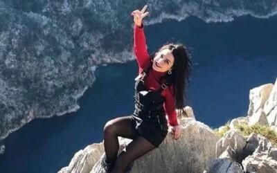 Žena při pózování na fotku spadla z útesu. Přišla tam oslavit ukončení zákazu vycházení kvůli koronaviru