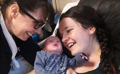 Žena sa po pôrode zobudila z kómy mysliac si, že má 13 rokov. Srdce jej nebilo 68 minút, zatiaľ čo na dva týždne skončila v umelom spánku
