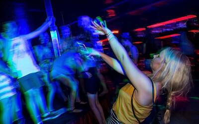 Žena si dala 550krát větší dávku LSD, než je běžné. Vyléčila se ze závislosti na morfiu