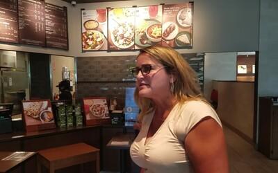 Žena si odmietla dať v pekárni rúško, lebo ani nohavice predsa neblokujú prdy