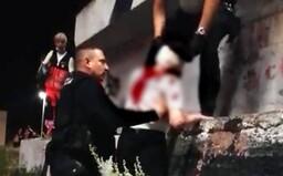 Žena spadla z bratislavského Mosta SNP, policajti ju zachránili na poslednú chvíľu