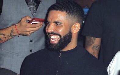 Žena údajne žaluje Drakea, že bola zasiahnutá do hlavy sklenenou fľašou od piva. Tvrdí, že má poranenia mozgu