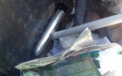 Žena z Plzně se bála vrnícího kontejneru. Strážníci v něm našli zapnutý vibrátor