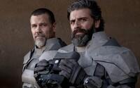 Zendaya, Timotheé Chalamet a Jason Momoa sa predvádzajú na nových obrázkoch z Duny. Kedy sa dočkáme traileru?