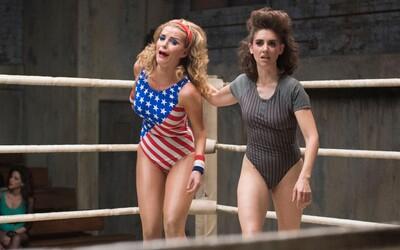Ženský wrestling nebol nikdy predtým taký sexy a zábavný ako v komediálnom seriáli GLOW (Recenzia)