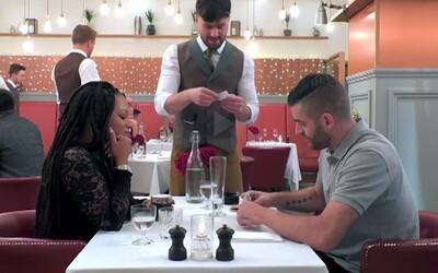 Ženu na prvním rande zaskočilo, když muž odmítl zaplatit celou večeři. Chtěl si účet rozdělit