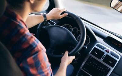 Ženu v autoškole zrejme vystresovala skúška z parkovania natoľko, že zomrela