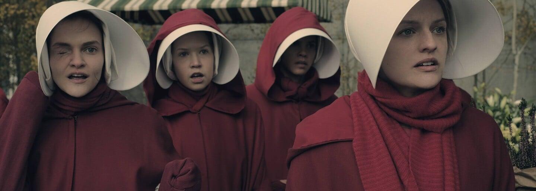 Ženy držané ako sexuálne otrokyne slúžia ich pánom k plodeniu detí v prekvapivo dobrom seriáli Príbeh služobníčky (Recenzia)