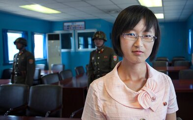 Ženy mimo manželstva nikdy neotehotnejú. Severokórejská študentka prezradila fotografovi to, čo v KĽDR považujú za nespochybniteľnú pravdu