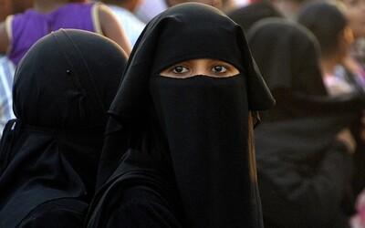 Ženy v Saúdské Arábii mohou konečně řídit. Co všechno ale mají v 21. století pořád zakázáno?