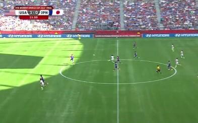 Ženy vedia hrať futbal! Američanka fenomenálnym gólom z vlastnej polovice vo finále upravovala už na 4:0 proti Japonkám