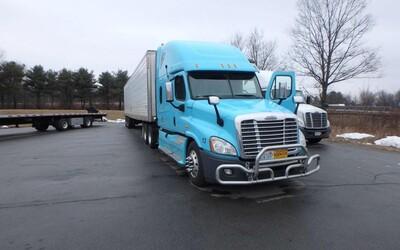 Zfetovaný řidič kamionu ujel 4800 kilometrů napříč Amerikou bez jediné přestávky. Síly si doplňoval kokainem, pervitinem i LSD