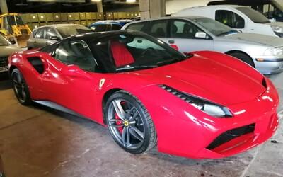 Zhabali im luxusné autá aj hotovosť. Polícia zadržala medzinárodný gang, ktorý viedli dvaja Slováci