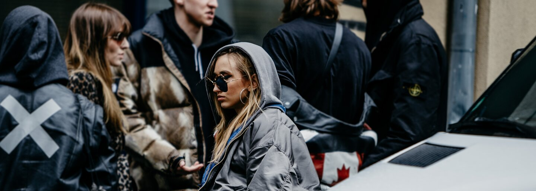 Zhlédni a posuď prostřednictvím našeho fotoreportu oděvy, v nichž vyrazili na pražský Fashion Week módní nadšenci