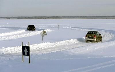 Žiadne pásy a ruka pripravená na kľučke. Estónci otvorili svoju ľadovú cestu naprieč Baltským morom