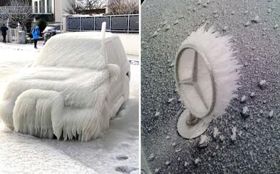 Zima dokáže pretvoriť autá na umelecké kúsky. Stačí ich v silných mrazoch nechať stáť vonku