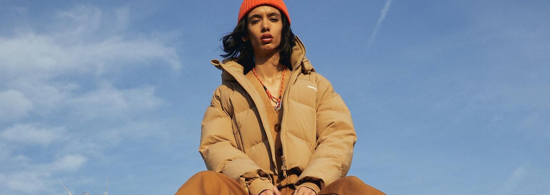 Zimná bunda, vďaka ktorej zabudneš na používanie telefónu. Blokuje totiž mobilný signál
