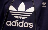 Zisky adidasu klesly kvůli koronaviru až o 90 %