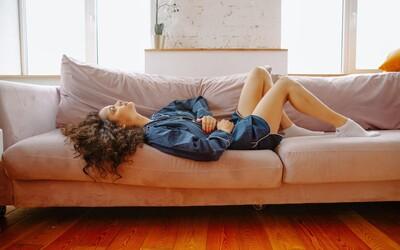 Zisťovali sme, čo NAOZAJ zaberá na menštruačné bolesti: neznesiteľné kŕče a bolesť na odpadnutie zažívať nemusíš