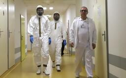 ŽIVĚ: Koronavirus v Česku. Nakažený profesor přišel do kontaktu s 20 studenty a 24 pedagogy