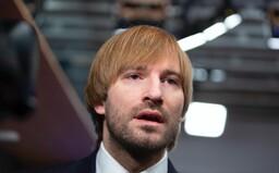 ŽIVĚ: Tři čeští poslanci jsou v karanténě. Ministr zdravotnictví hlásí už 58 nakažených