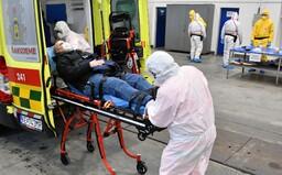 ŽIVĚ: V Česku má koronavirus 19 lidí, nakazil se i roční kojenec. Testováno už bylo 594 osob