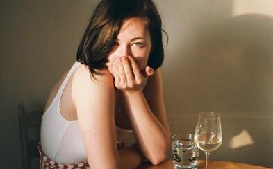 Život Anny s hraniční poruchou osobnosti: Až 90 % hraničářů o sebevraždě buď přemýšlí, nebo se ji rozhodne provést (Rozhovor)