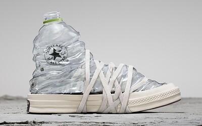 Zjišťovali jsme, jak se vyrábějí tenisky z PET lahví, kolik jich je třeba na jeden pár a zda opravdu pomáhají přírodě