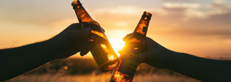 I jedna sklenka alkoholu denně zvyšuje zdravotní rizika, tvrdí nová studie