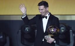Zlatú loptu udeľujú až o týždeň, no mal by ju vyhrať Messi. Sám zverejnil na Instagrame video predošlých víťazstiev