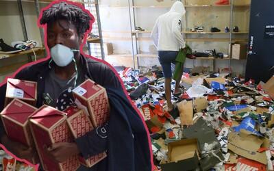 Zlodejov, ktorí rabovali počas protestov v USA, hľadajú majitelia obchodov cez bazáry a resell platformy