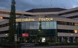 Značka Adidas spustila predaj Reeboku. Odhadovaná cena je takmer o 3 miliardy dolárov nižšia ako pred piatimi rokmi