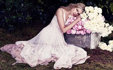 Značka Asos představila kolekci cenově dostupných svatebních šatů