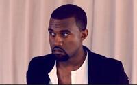 Značka Kanyeho Westa Yeezy je v právním sporu s Walmartem kvůli podobnému designu loga