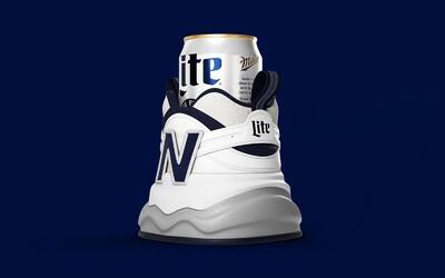 Značka New Balance představila botu na plechovku piva. Udrží ji v chladu