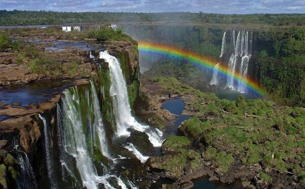 Známe Viktóriine vodopády takmer úplne vyschli. Môžu za to klimatické zmeny